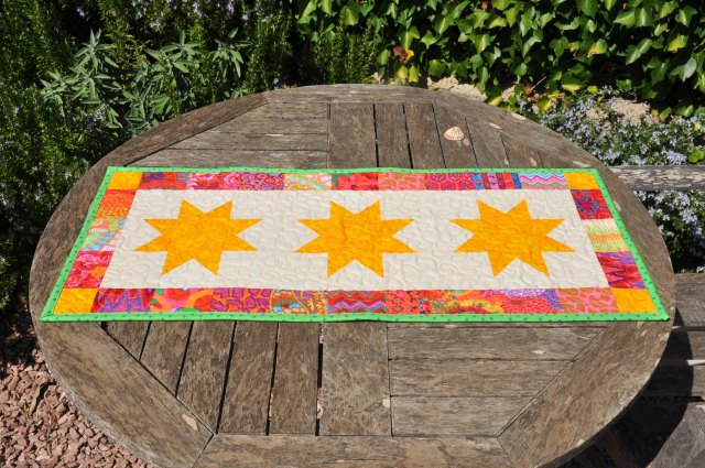 bright stars table runner - skalabara.com