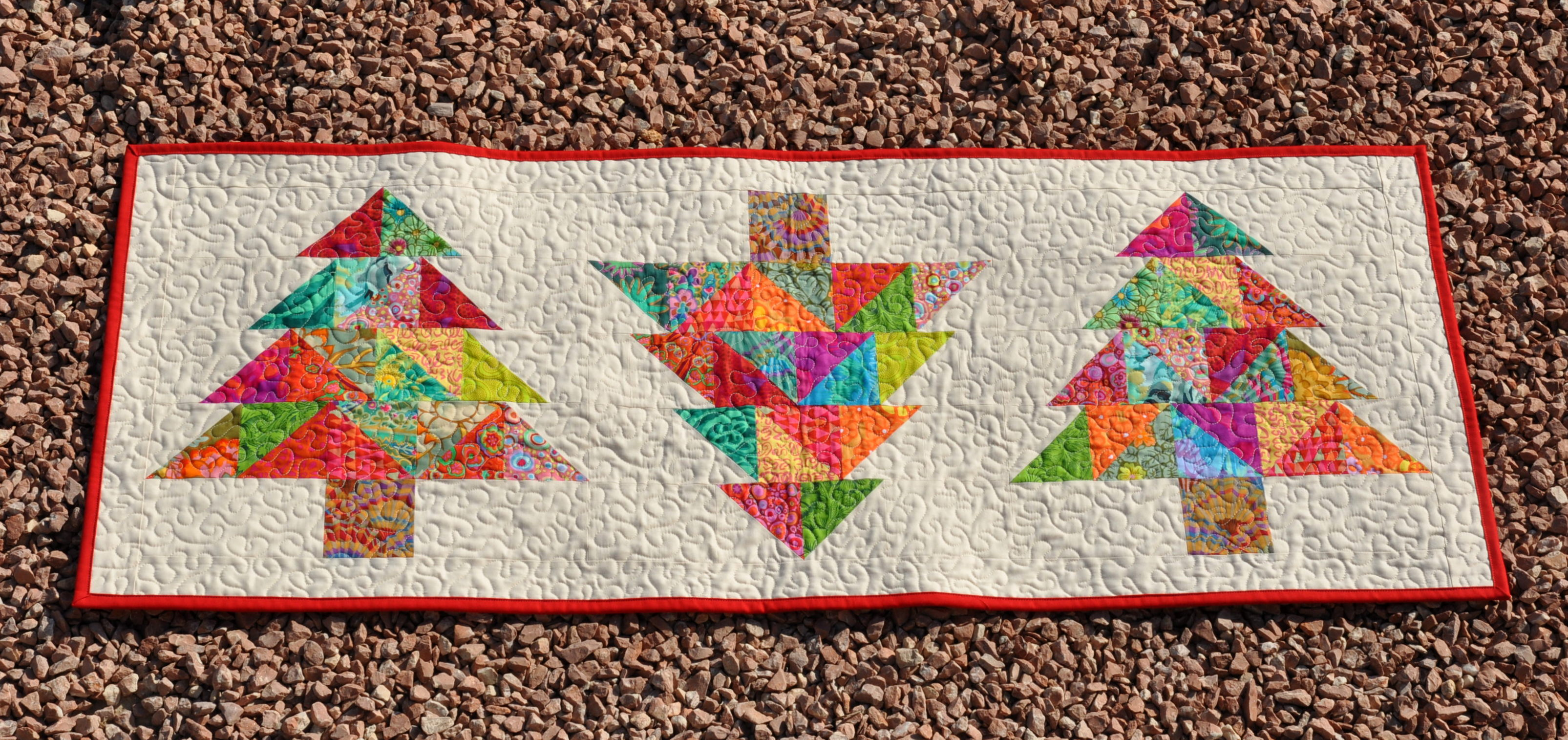 Free Pattern Christmas Quilt Table Runner : table runners finished and some photo impressions skalabara
