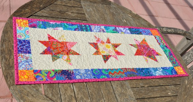 wonky stars table runner - skalabara.com