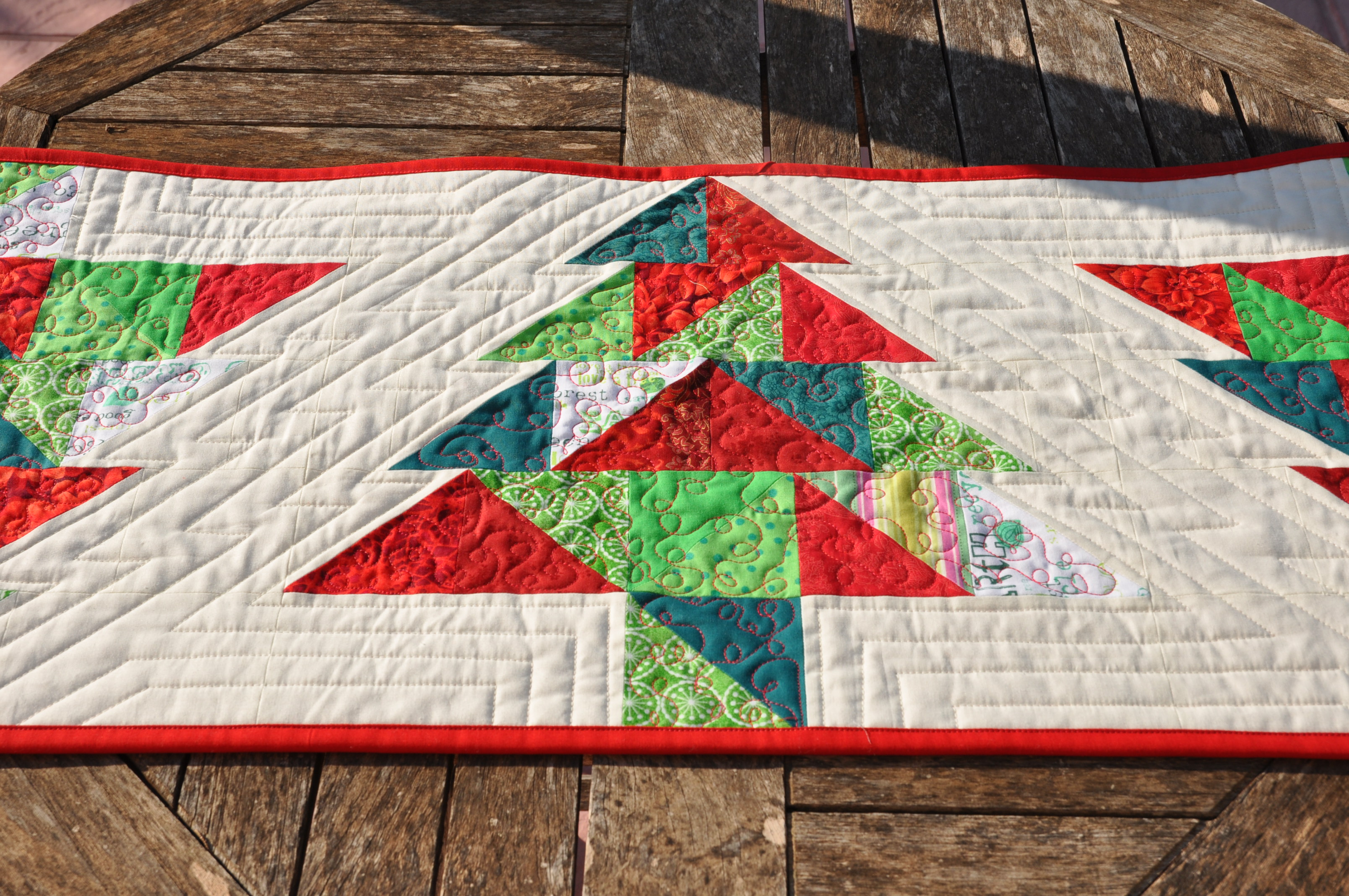 Christmas Table Runner Patterns Free.Christmas In Summer Skalabara Quilts