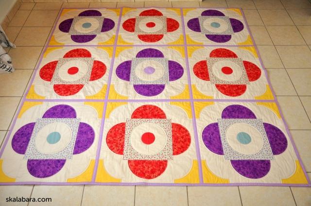 drunkard's path quilt with wedding ring block - skalabara.com