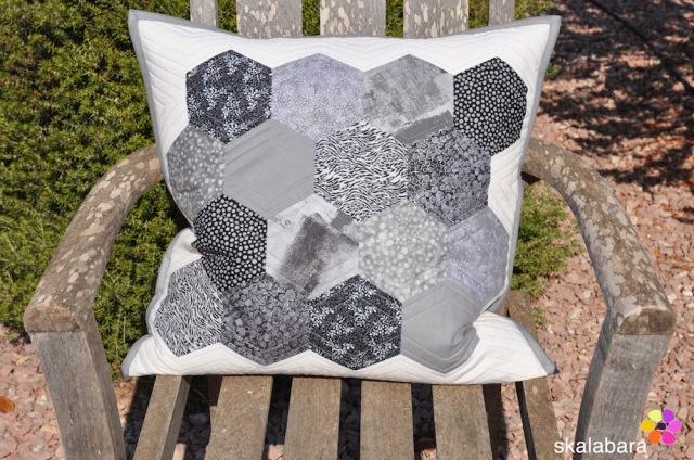 black and white hexagons closeup - skalabara