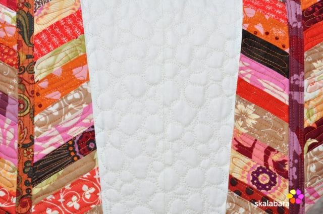 feather pillows detail fmq - skalabara