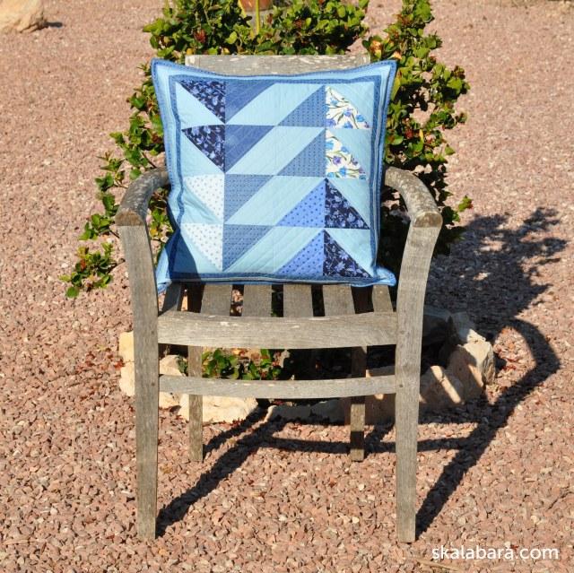 pillow in blue flying geese - skalabara.com