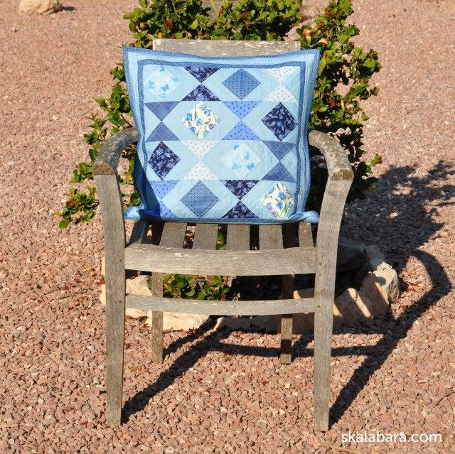 pillow in blue hourglass - skalabara.com