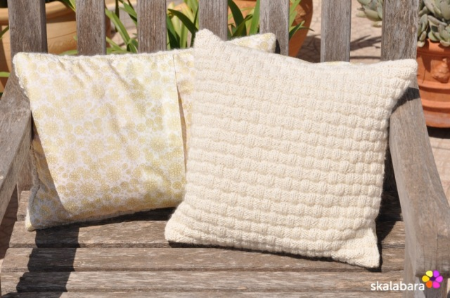 knitted pillows back - skalabara