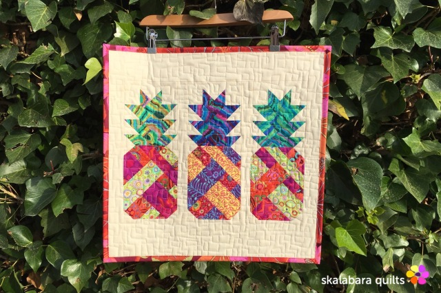 pineapple farm mini quilt - skalabara quilts