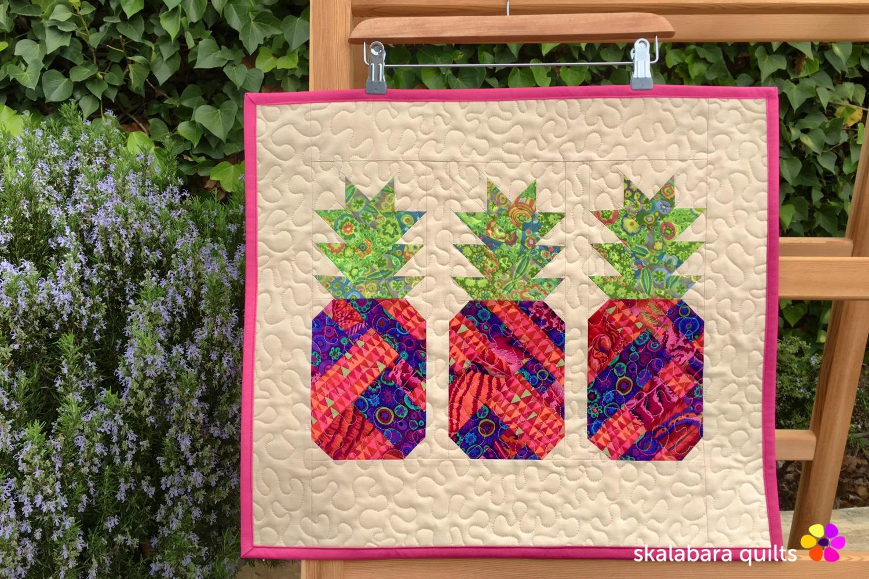 table runner pineapple 1 - skalabara quilts