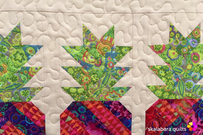 table runner pineapple detail 1 - skalabara quilts