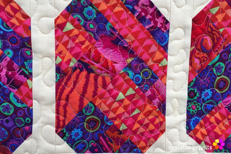 table runner pineapple detail 4 - skalabara quilts