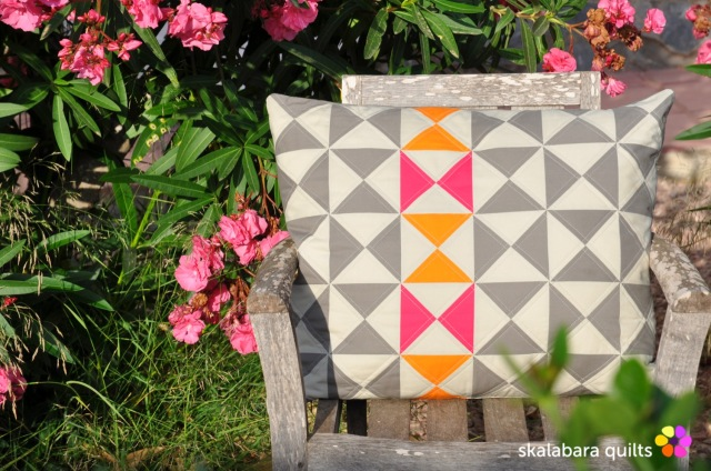 cushion cover hourglass 1 - skalabara quilts