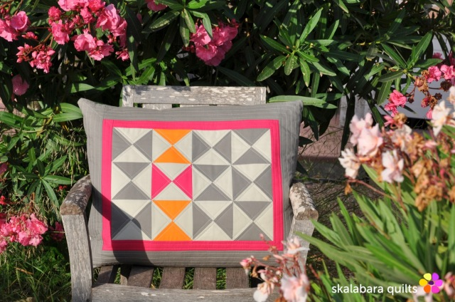 cushion cover hourglass 2 - skalabara quilts