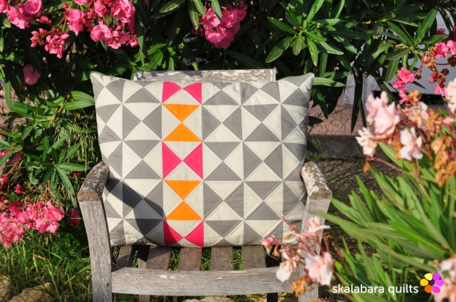 cushion cover hourglass 3 - skalabara quilts