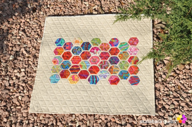 hexie cushion cover 1 - skalabara quilts