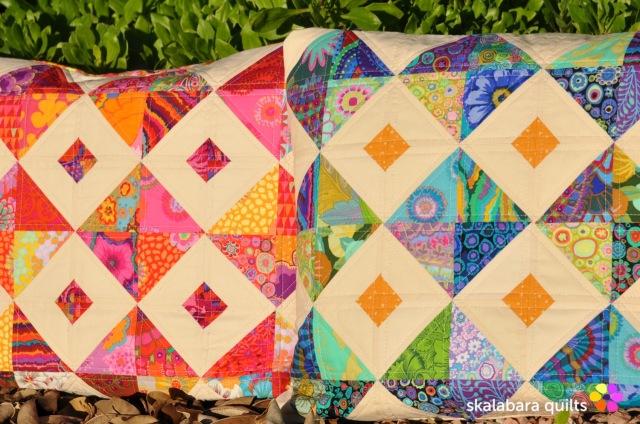 cushion cover red green - skalabara quilts