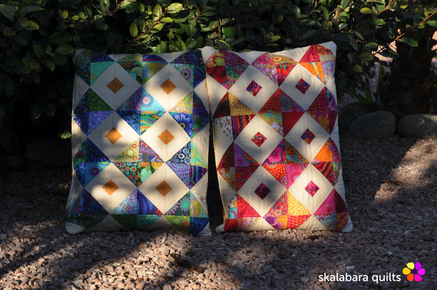 cushion cover red and green in the shade - skalabara quilts