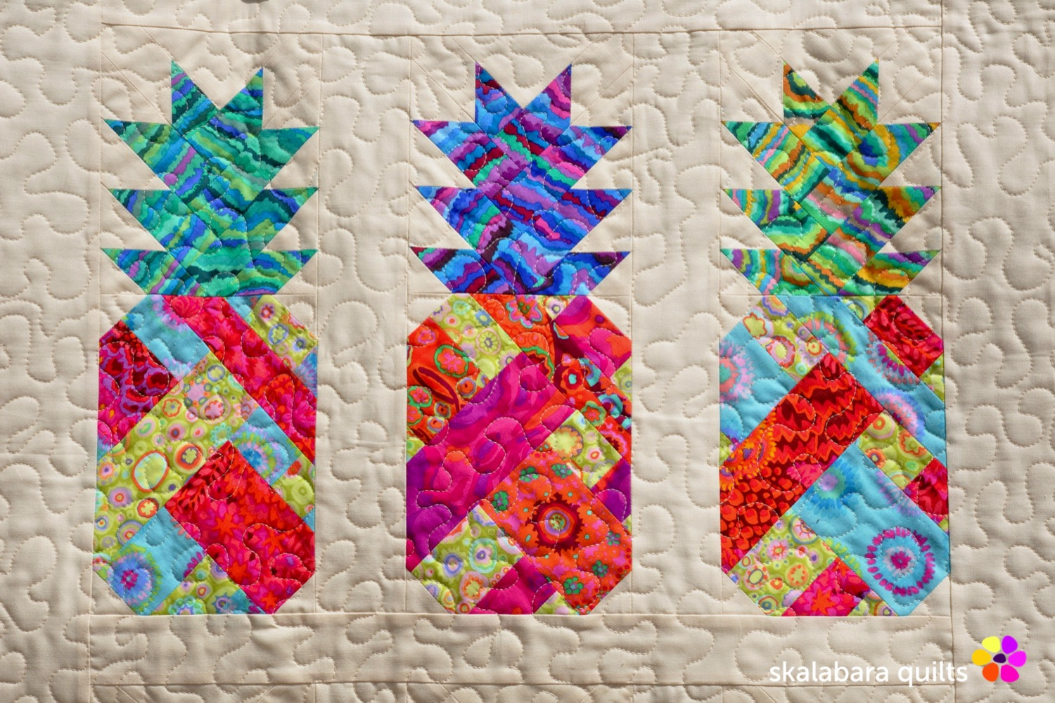 pineapple wall hanging detail 1 - skalabara quilts