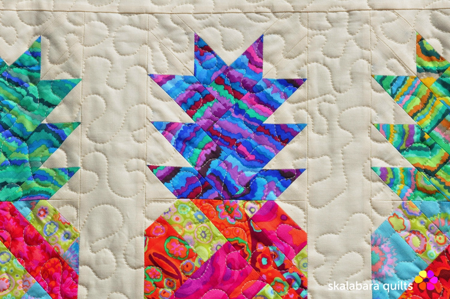 pineapple wall hanging detail 2 - skalabara quilts