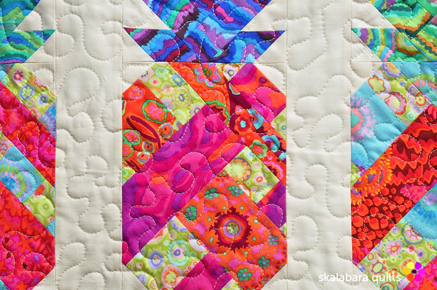 pineapple wall hanging detail 3 - skalabara quilts