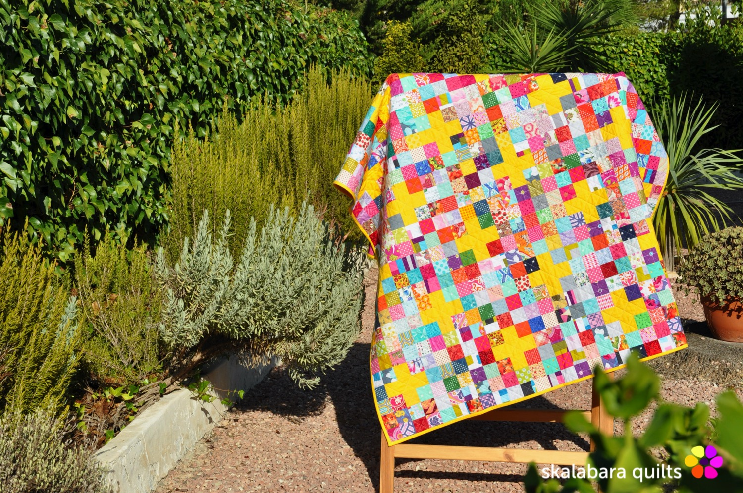 scrappy checkered quilt with crosses - skalabara quilts